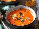 Sahnige Tomatensuppe mit Quinoa und Parmesan-Chips Rezept