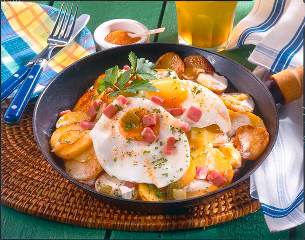 Sahniges Bauernfrühstück mit Spiegelei Rezept