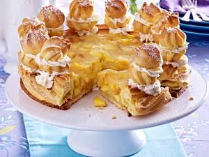 Saint Honoré-Torte mit Aprikosenkompott und Vanillesahne Rezept