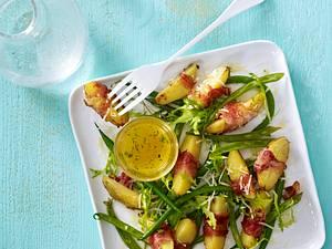 Salat aus in Pancetta gerösteten Kartoffeln mit Prinzessbohnen und Zitronen-Honig-Thymian-Vinaigrette Rezept