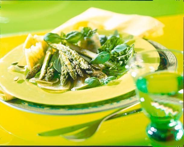 Salat aus Spinat und Rauke mit Limetten-Pistazien-Pesto Rezept