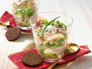 Salat-Cocktail mit Räucherforelle Rezept