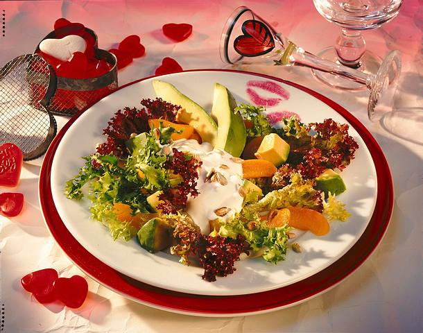Salat mit Avocado und Aprikose Rezept