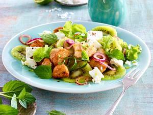 Salat mit grüner Kiwi, Pute und Feta Rezept