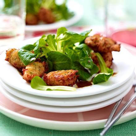 Salat mit Krebsbällchen Rezept