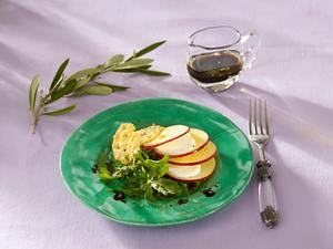 Salat mit Parmesan-Cracker (Vorspeise Donna Hay) Rezept