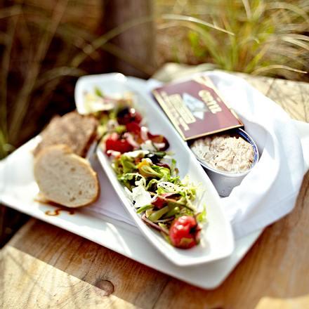Salat Nizza mit Thunfisch und Baguette Rezept