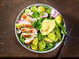Salat-Bowl mit Radieschendressing Rezept