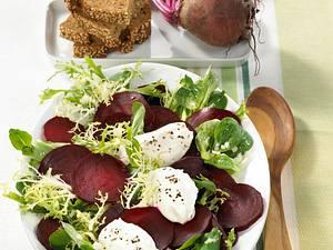 Salatplatte mit Meerrettich-Nocken Rezept