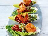Salatschiffchen mit Gurkensalsa, Linsen und Garnelen Rezept