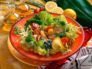 Salatteller mit Schnitzel Rezept