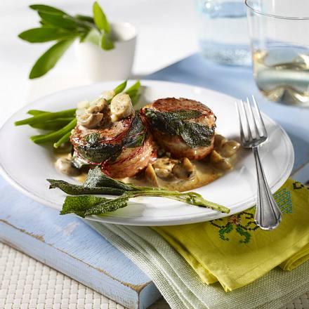 Salbei-Medaillons mit Pilz-Rahm und grünen Bohnen Rezept