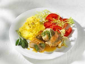 Salbei-Seelachs-Involtini mit Kartoffelpüree und Tomatensalat Rezept