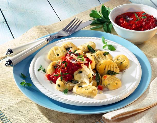 Salbeignocchi mit Tomatenkräutersugo Rezept