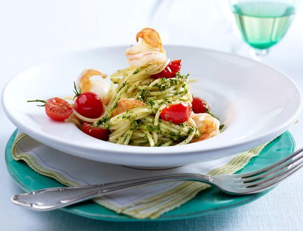 Salsa verde zu Spaghetti, Scampi und Kirschtomaten Rezept