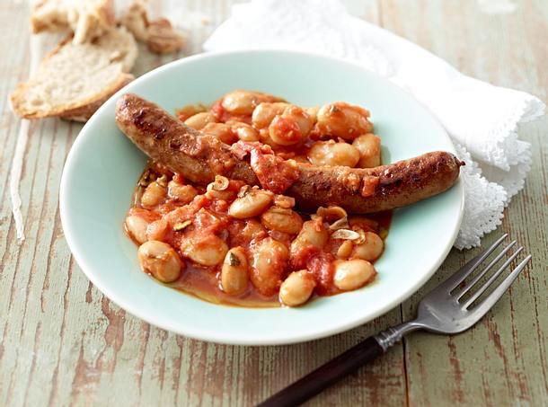Salsicce zu weißen Bohnen in Tomatensoße Rezept