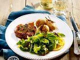 Saltimbocca mit Basilikum-Salat Rezept