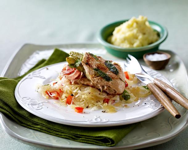 Saltimbocca mit Speck-Senf-Füllung auf Paprika-Sauerkraut Rezept