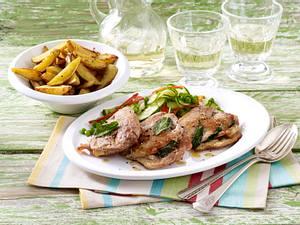 Saltimbocca zu Gurken-Erbsen-Gemüse und Kartoffelecken Rezept