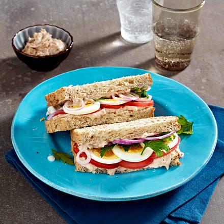 Sandwich mit Eiern, Tomaten und Thunfischcreme Rezept