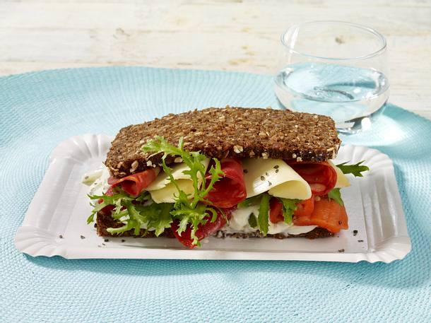Sandwich mit Käse, Chorico-Wurst und gerösteter Paprika Rezept