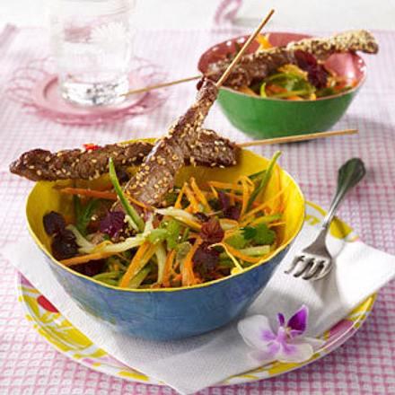 Saté-Spieße mit Asiasalat Rezept