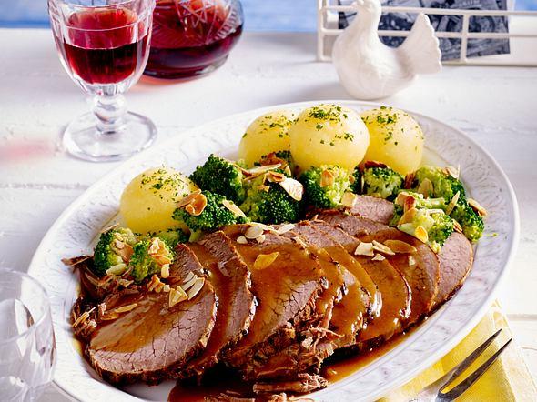 Sauerbraten mit Pilzen und Kartoffelklößen Rezept