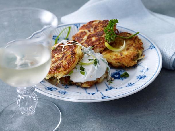 Sauerkraut-Kartoffel-Küchlein mit Lauchzwiebelquark Rezept