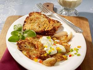 Sauerkraut-Kartoffel-Rösti mit Paprika-Tatar und karamellisierten Schalotten Rezept