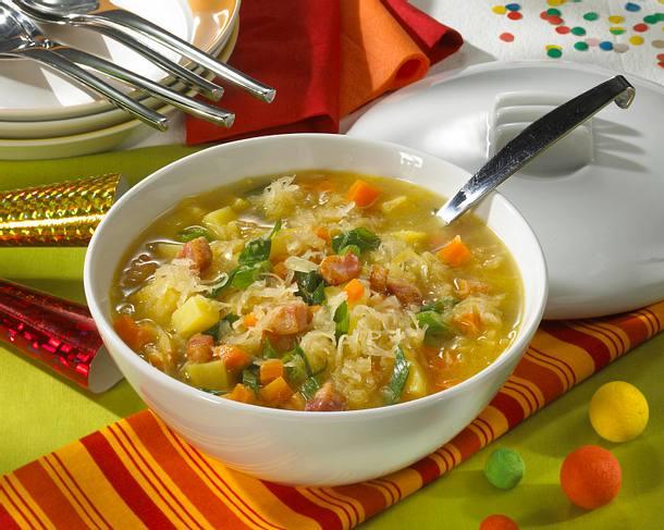 Sauerkraut-Kartoffel-Suppe mit Speck Rezept