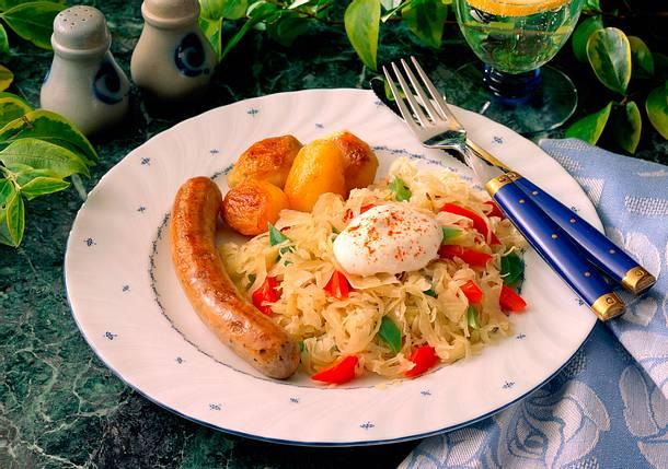 Sauerkraut mit Bratwurst und Kartoffeln Rezept