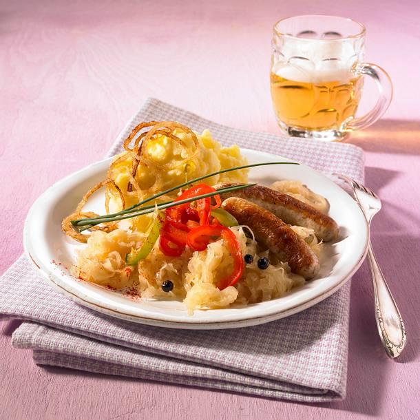 Sauerkraut mit Rostbratwürstchen Rezept