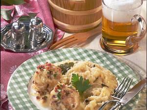 Sauerkraut und Speckknödel Rezept