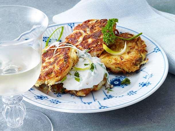 Sauerkrautküchlein mit Lauchzwiebelquark Rezept