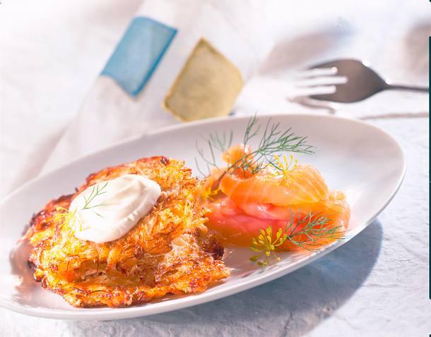 Sauerkrautpuffer mit Räucherlachs Rezept