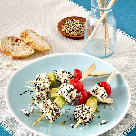 Schafskäse-Spieße mit Avocado und Kirschtomaten Rezept