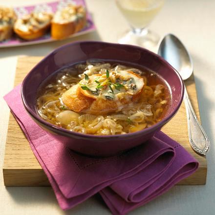 Schalotten-Suppe mit Käsebrot Rezept