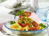 Scharfer Spitzkohl-Möhren-Salat mit Bacon-Chips Rezept