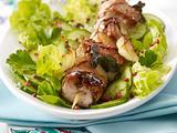 Schaschlik-Spieß auf Salat mit Balsamico-Creme Rezept