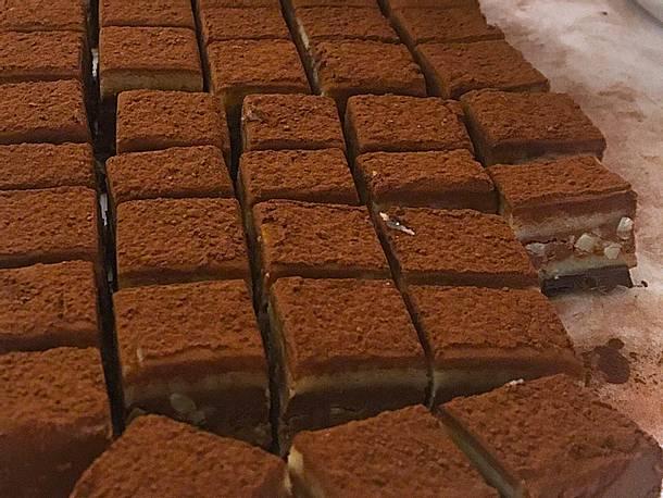 Schichtnougat mit Marzipan und Mandelsplittern Rezept
