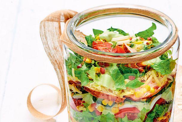 Schichtsalat mit BBQ-Hähnchen Rezept