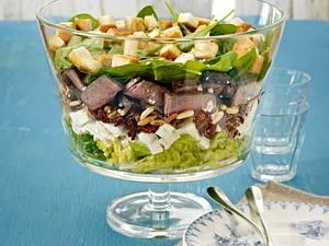 Schichtsalat mit Steakstreifen Rezept
