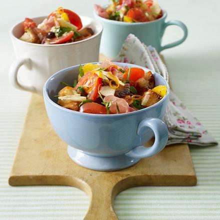Schinken-Brot-Salat mit Parmesan Rezept