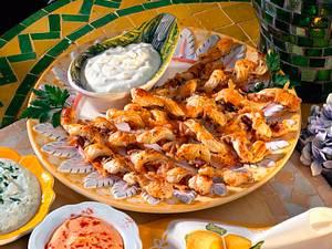 Schinken-Käsestangen mit dreierlei Dips Rezept