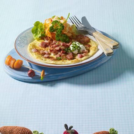 Schinken-Pfannkuchen mit Möhren-Apfel-Rohkost Rezept