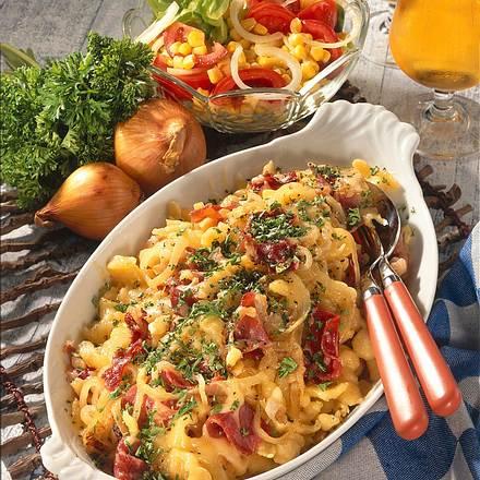 Schinken-Spätzle mit Salat Rezept