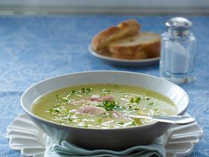 Schmorgurken-Cremesuppe mit Forellenfilet Rezept