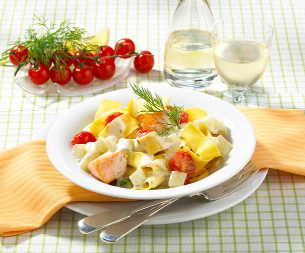Schmorgurken-Lachs-Ragout mit Nudeln Rezept
