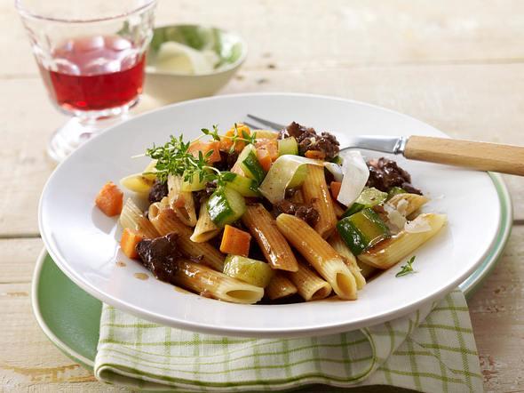 Schmorgurken-Rinder-Ragout mit Nudeln Rezept