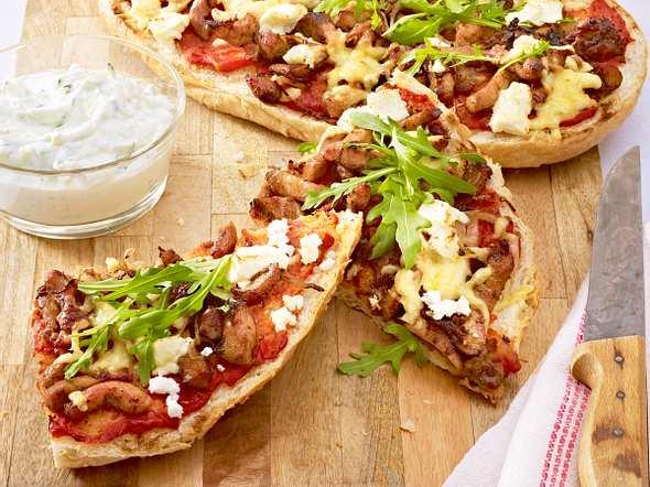 Schnelle Fladenbrotpizza mit Feta Rezept